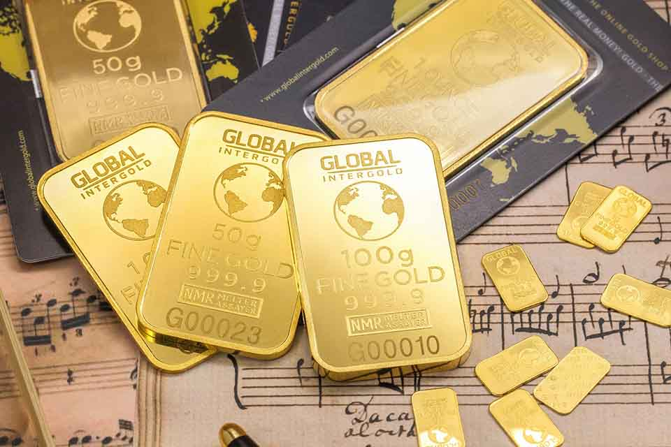 從古至今,黃金一直象徵著財富跟地位,一句又一句的成語,金碧輝煌,金枝玉葉,紙醉金迷,點石成金等等…每一句都表達出黃金有多貴重,同時黃金也等同於現金,當你有困難時將手邊的黃金變換成現金也相當容易。說到黃金、金飾回收,大家想到的大多都是到台中銀樓,但其實我們仔細去比較的話,會發現每間銀樓的回收價都不太一樣,當我們想要做黃…