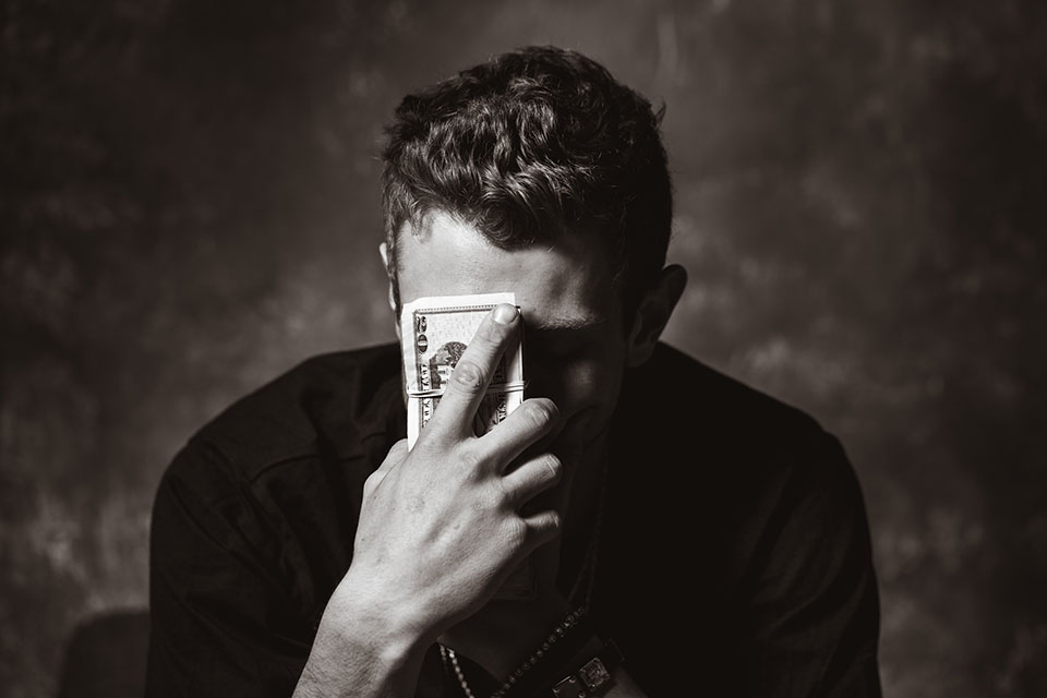 台中小額借款可以相信嗎?其實許多人都會對台中當舖借錢存在一定的疑慮,不過現今這個經濟不景氣的社會上,許多人都還在領著最低薪資,不甘領低薪的生活,許多年輕人選擇出去創業。但是創業也是需要資金的,領著最低薪資,平時再怎麼省,每個月能剩個2.3千都算是多了,於是想要脫離低薪生活,只能想盡辦法創業賺更多錢,不過創業說起來簡單,即…