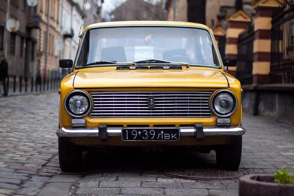 欲辦理中古汽車貸款,一定要汽車貸款保證人嗎?
